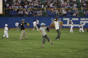 外野でキャッチボール